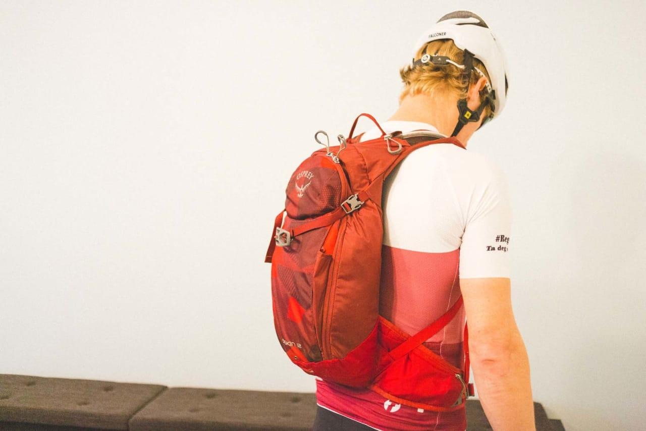 STOR NOK: Osprey-sekken Øyvind skal bruke er akkurat stor nok til å romme det han må ha med. Foto: Kristoffer H. Kippernes
