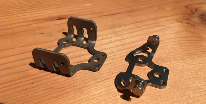 Tyler-tele-brakett til venstre og G3 orginal til høyre
