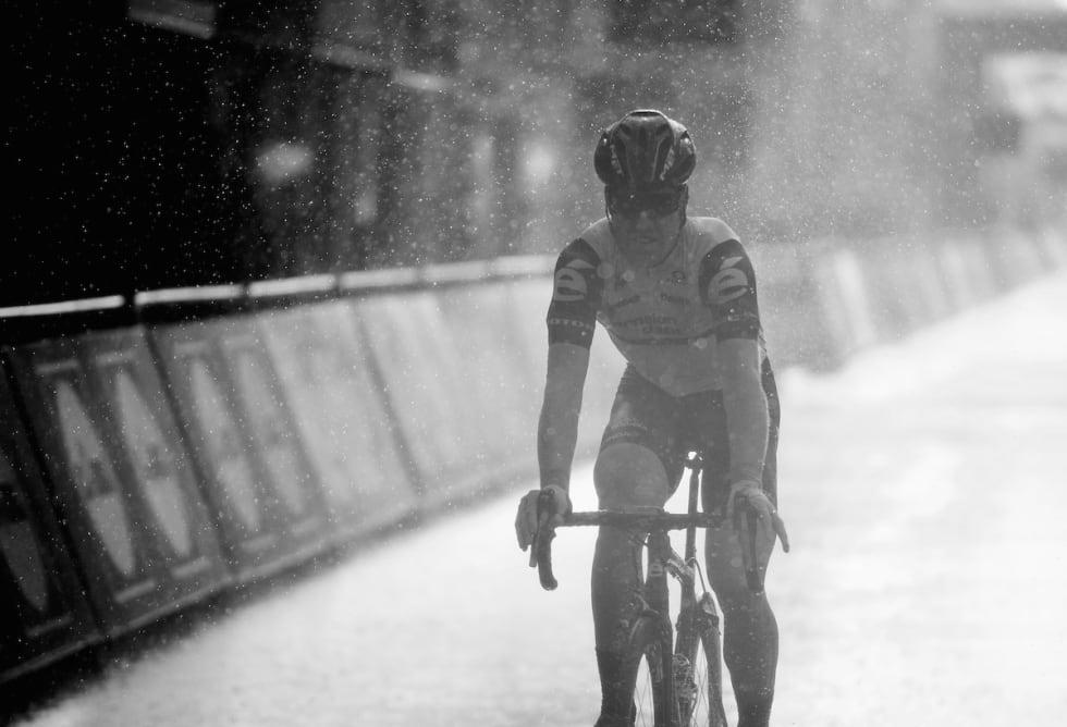 MULIG SCENARIO: Tyler Farrar, en annen tid, et annet sted. Blir det regn på søndag får vi et skikkelig morsomt ritt. Foto: Kristof Ramon.