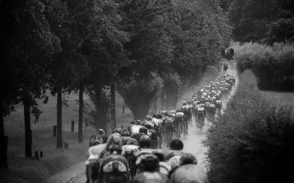 KALDT: På med regnjakke, lytt til plaskelyder. Enn så lenge blir Bergen solskinns-VM. Foto: Kristof Ramon.