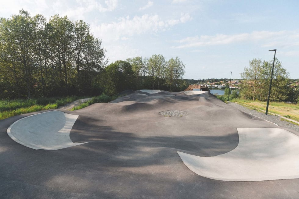 OVERSIKTLIG: Parken egner seg fint til å leke i, uansett ferdighetsnivå. Foto: Kristoffer H. Kippernes