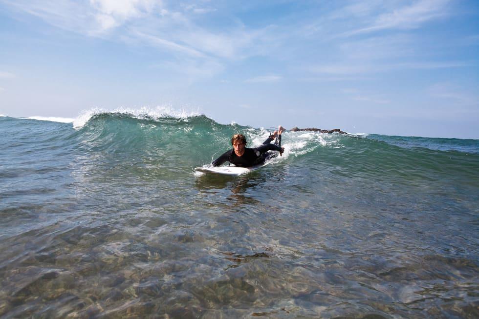 slik-reiser-du-deg-paa-surfebrettet
