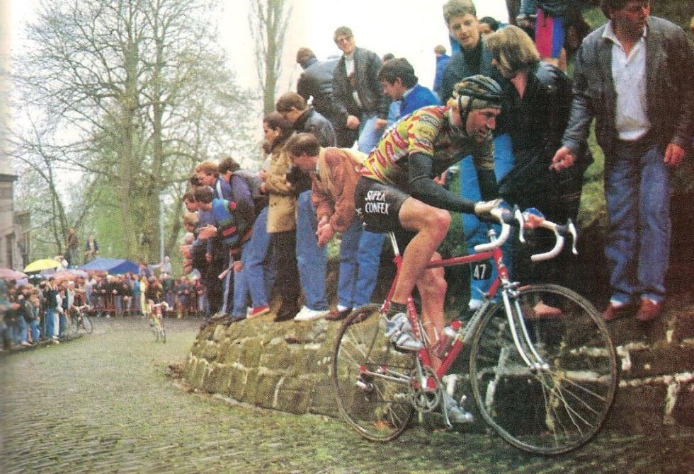 JAGER: Dag Otto har overtaket opp Mur van Gerardsbergen, men van Hooydonck nekter å gi opp. Faksimilie BC Sport.