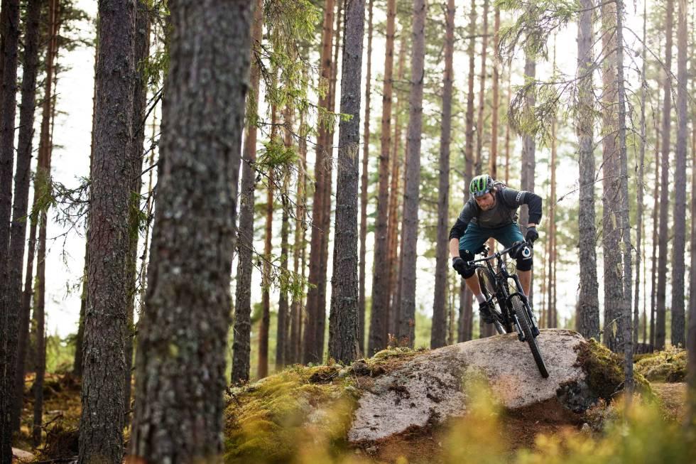 STIBYGGER: Yannik Menneron fra Bike Solutions har bygd stiprosjektet Gullia i Trysil Bike Arena. Det kan du nyte godt av i sommer. Foto: Kristo er H. Kippernes