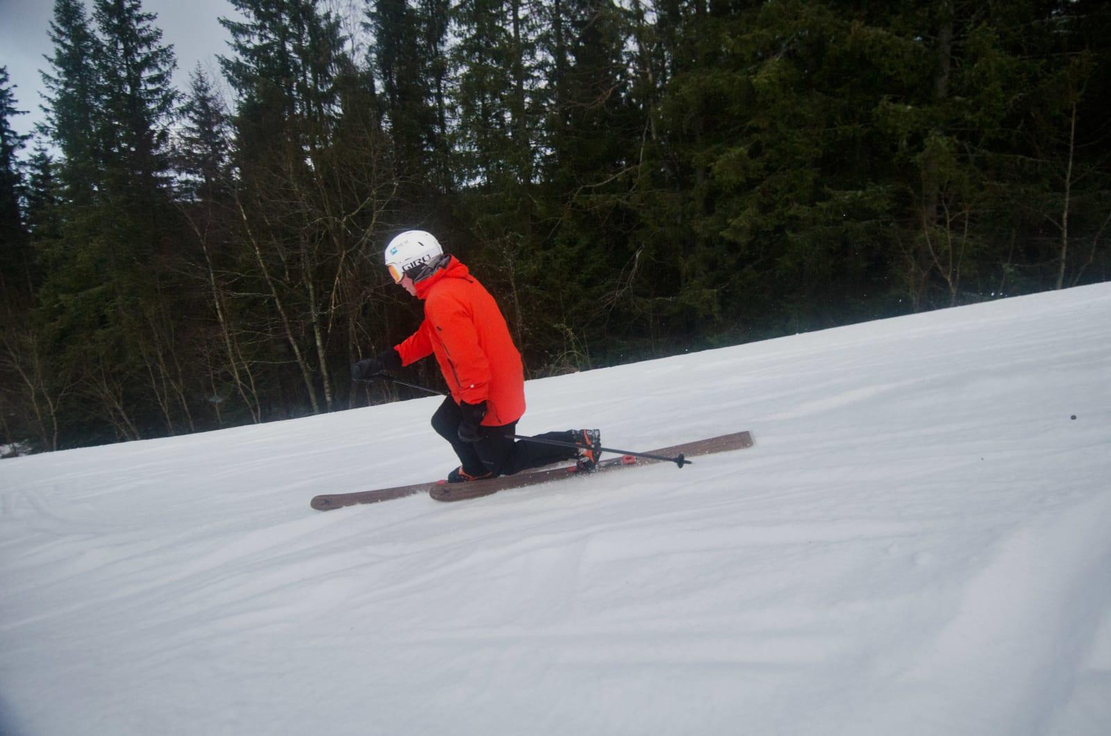 KOM FRA SNOWBOARD: Det var da Pierre skulle lære seg telemark i voksen alder at han så behovet for en ny binding. Foto: Erlend Sande