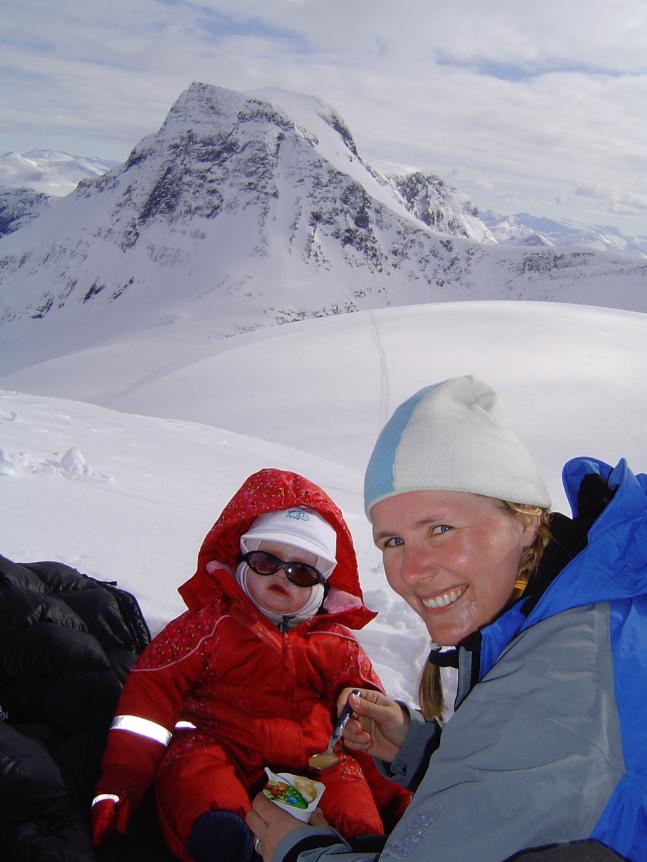 Gjendine og Katrine på Blæja i 2004.