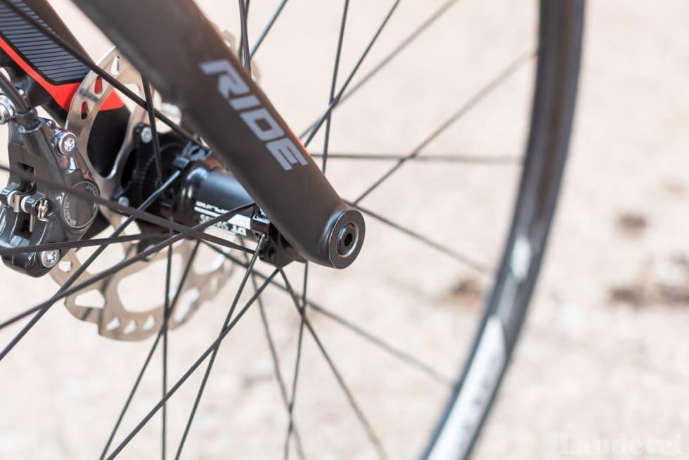 FREMTIDEN: 15mm aksling gjenget inn i gaffelen sentrerer hjulet perfekt, hver gang. Dette kommer det mer av på landeveissykler fremover.
