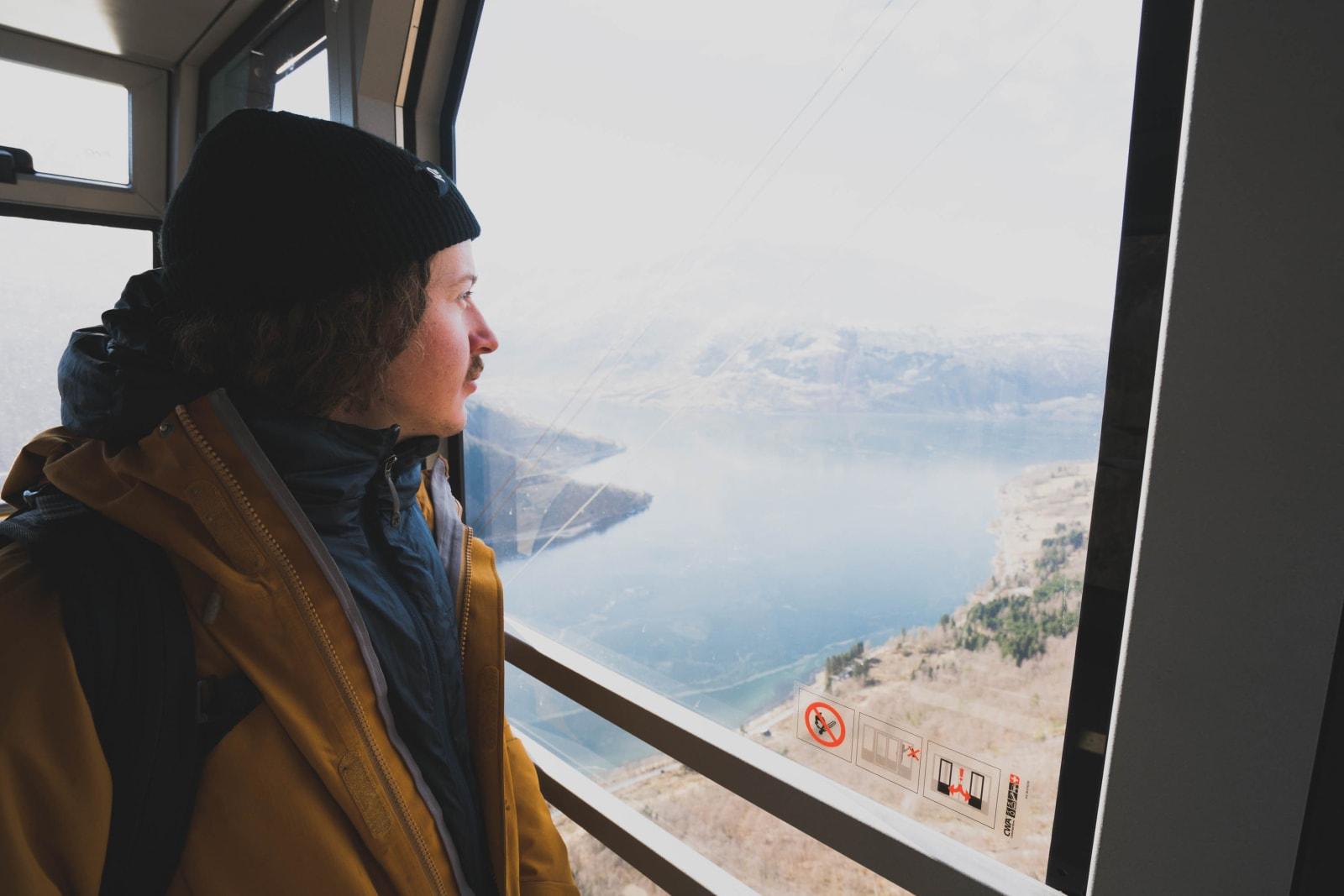 FYSTEREIS: Ferda opp fjellveggen set hovudet i gang, og innan me er oppe er meir enn ei skilinje sett og lagt til i lista. Foto: Bård Basberg