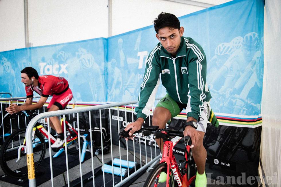 OPPVARMING: Arsalan Anjum Muhammad under oppvarming på gårdsdagens VM-tempo.