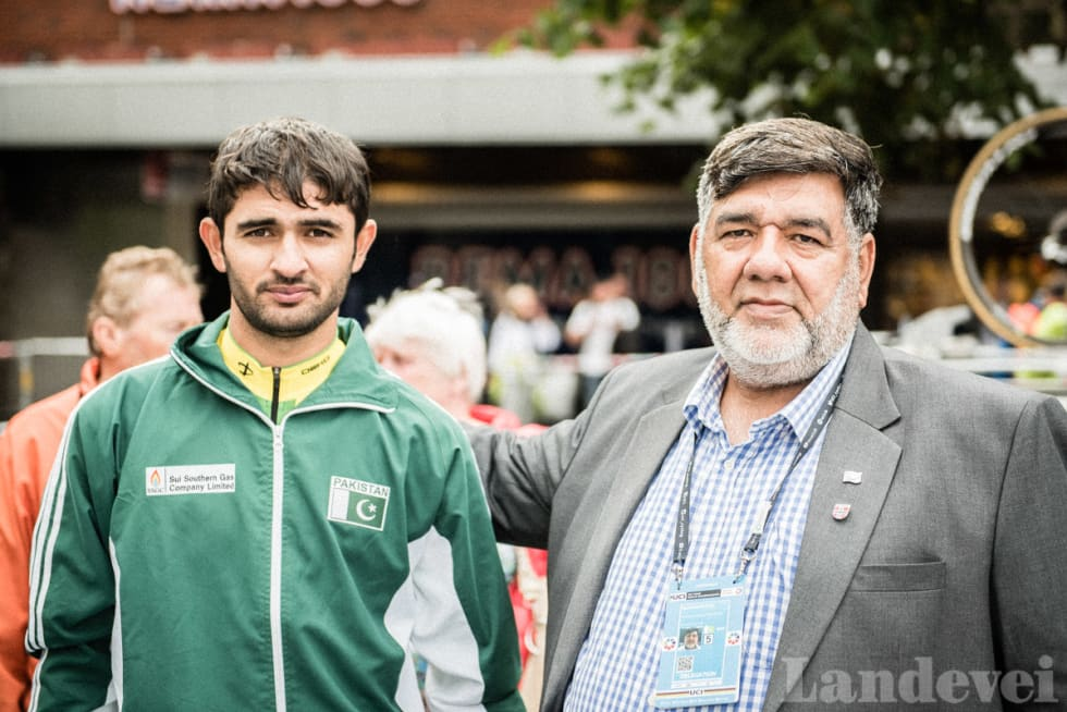 ORDNER SELV: Syed Azhar Ali Shah, generalsekretær i det pakistanske sykkelforbundet, har betalt store deler av oppholdet til VM.