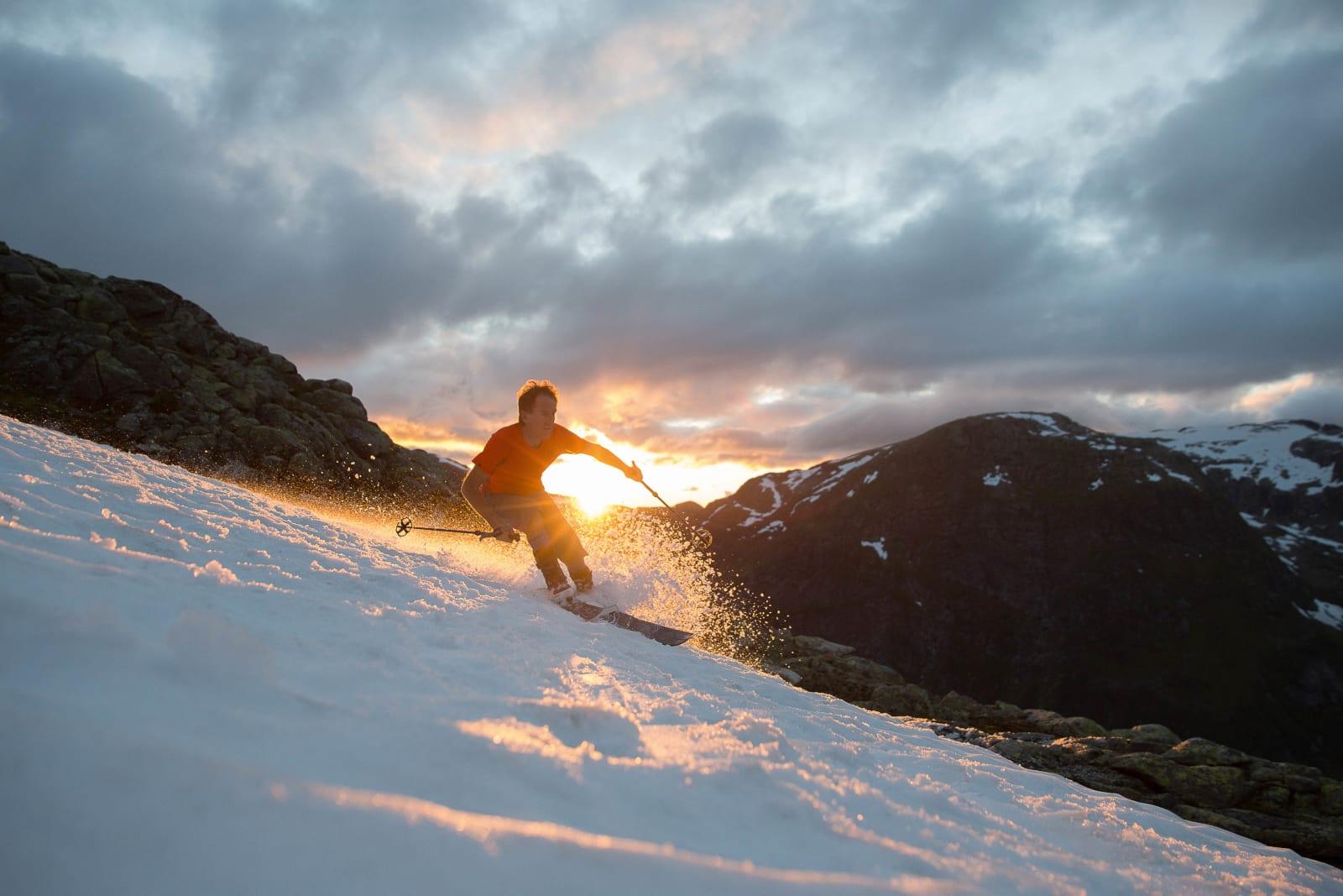 ÅRET RUNDT: En t-skjortekledt Bjørn Ness i aksjon på Togga i september 2015, sommeren etter en av de beste snøvintrene på mange år i Sogndal. Foto: Håvard Nesbø