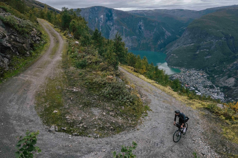 VILL KLATRING: Turen fra Årdal til høyfjellet er tusen meter med slike svinger. En opplevelse for livet! Foto: Marius Nilsen.