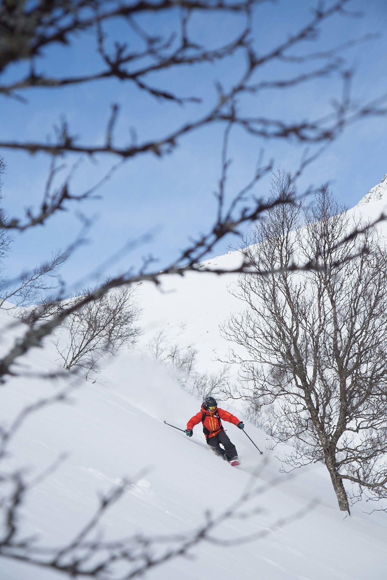 HJEMMEKJÆR: Sondre Loftsgarden bor i Sogndal, men om det snør hjemme i Rauland, er han ikke vond å be om å kaste seg i bilen hjemover. Foto: Thomas Kleiven