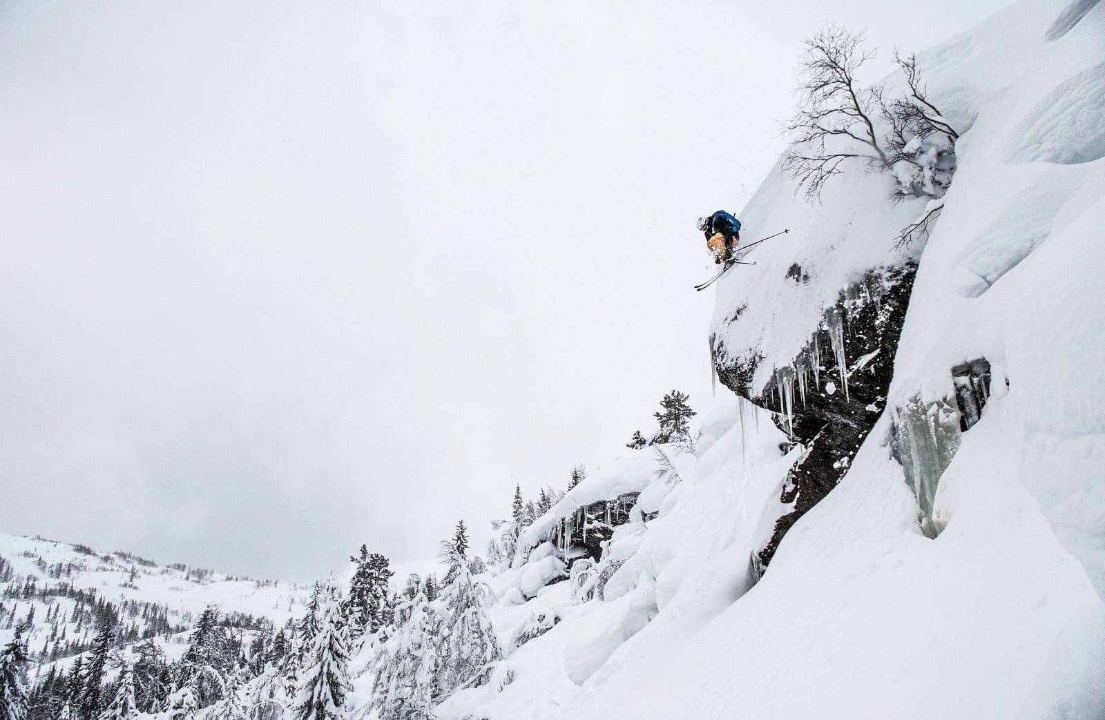 HENNING HØKKER: Henning Skjetne nyter det artige terrenget i Bavallen. Foto: Sverre Hjørnevik
