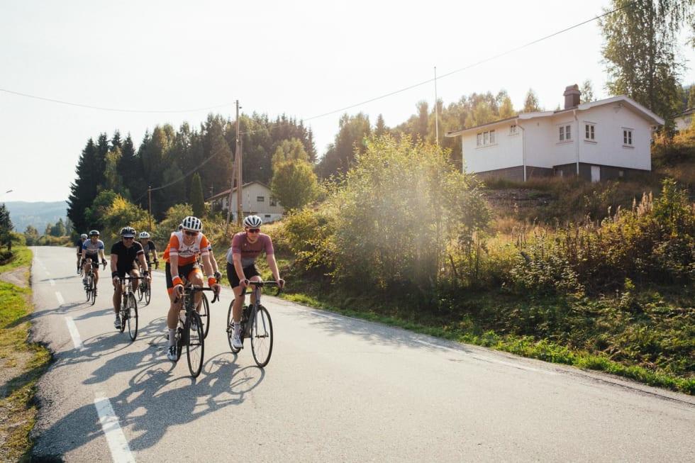 LANGTUR: Syv stykker syklet fra Oslo til Fagernes i fjor. En hyggelig hilsen venter de som sykler til Fagernes, uansett startsted.