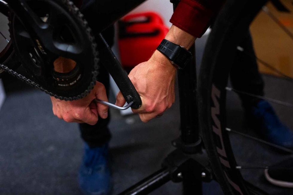En god pedalnøkkel er kjekt å ha når du skal av- og på med pedaler.