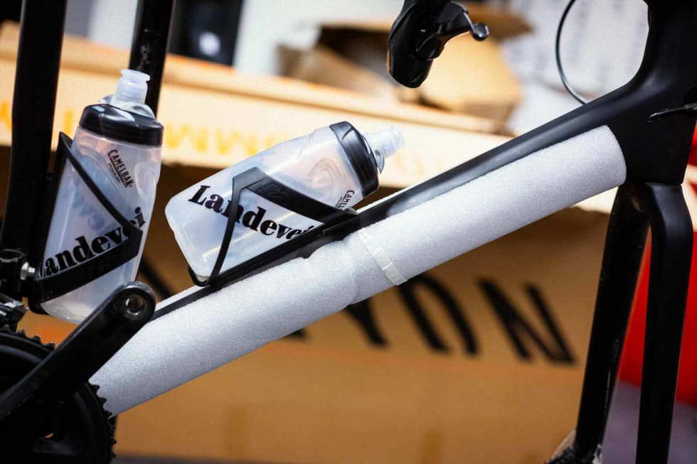 Pakk i vei. Det skal godt gjøres å polstre sykkelen for godt.