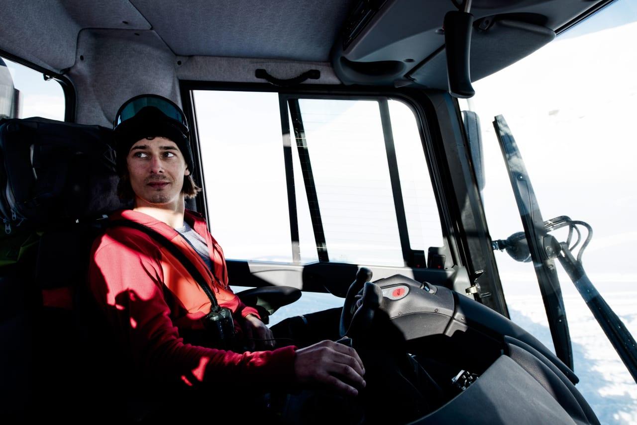 CATSKI-GRÜNDER: Etter et langt liv som profesjonell snowboardkjører er Mads Jonsson i full gang med å etablere catskiing som kommersielt tilbud på Harpefossen. Foto: Martin Innerdal Dalen