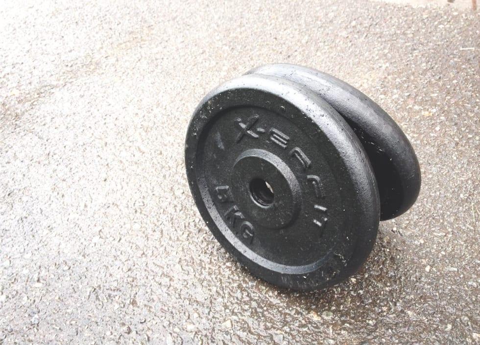 DØDVEKT: 10 kilo dødvekt i sekken gjør forskjellen i de bratte partiene enorm. Hvor annerledes hadde det vært med ti kg muskler? Foto: Henrik Alpers.