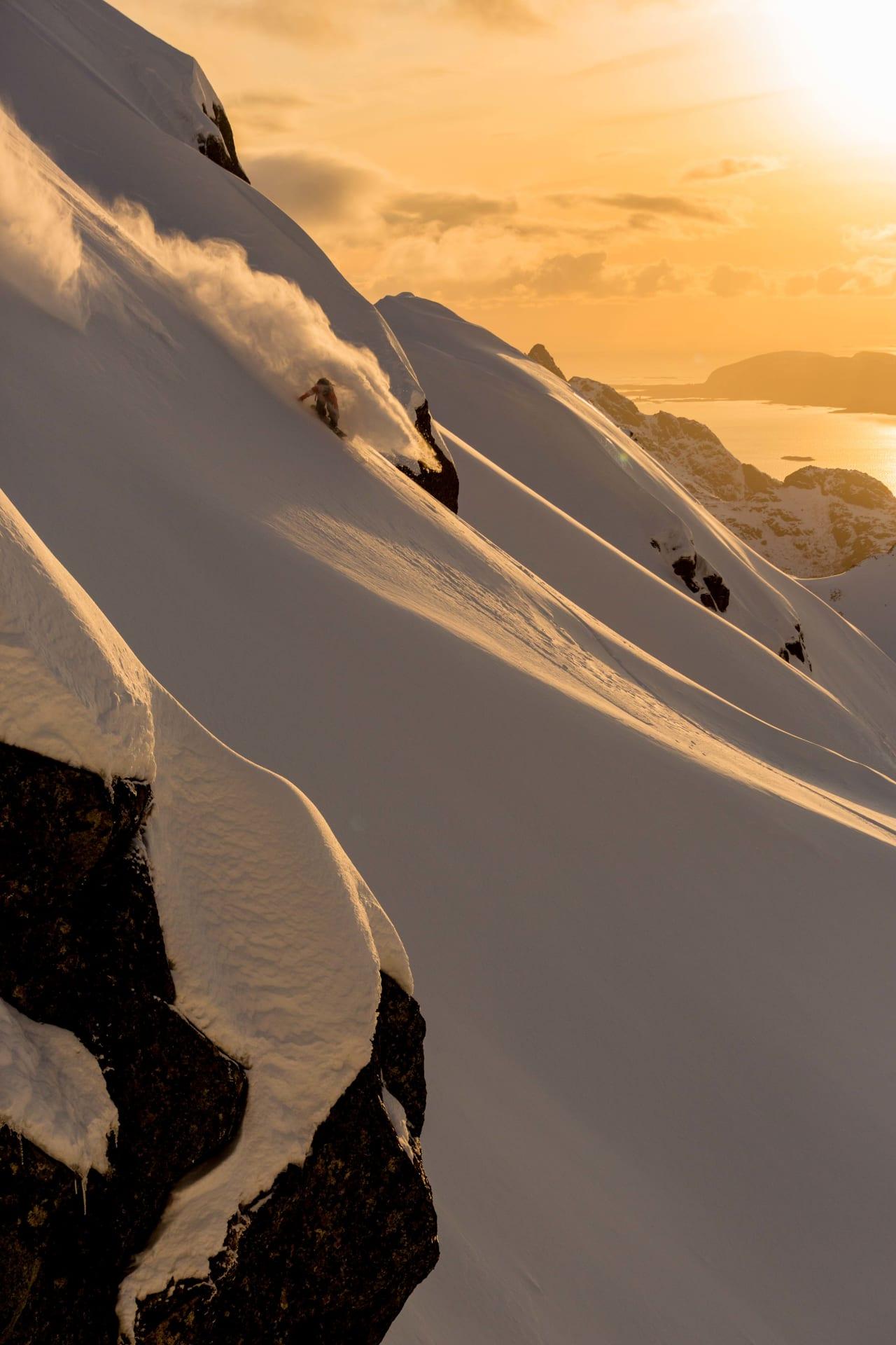VAKKERT: Få ting slår solnedgang i Lofoten. Foto: Espen Mortensen