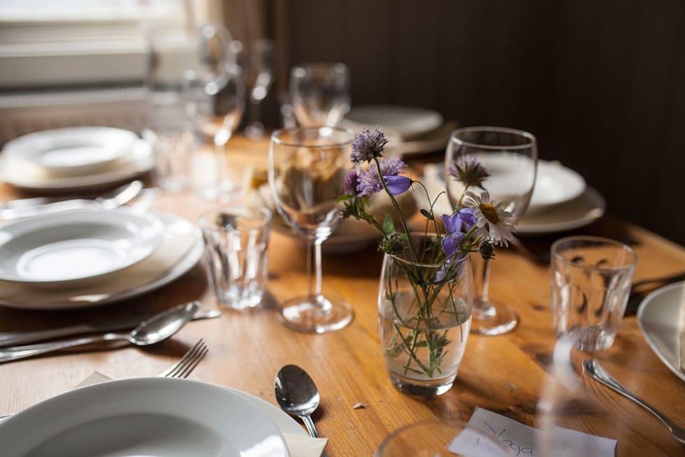 MIDDAG: – Sammen avslutter vi kvelden med god middag på hytta. Foto: Marte Stensland Jørgensen