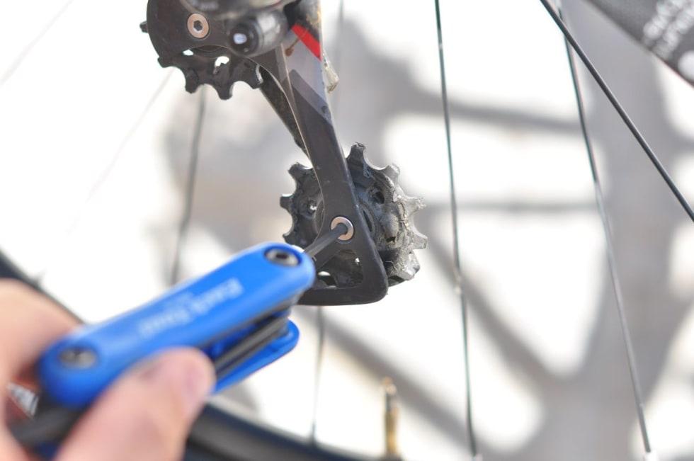ENKEL MONTERING: Du må ikke ta av kjedet for å bytte trinsehjul, men det gjør det enklere.