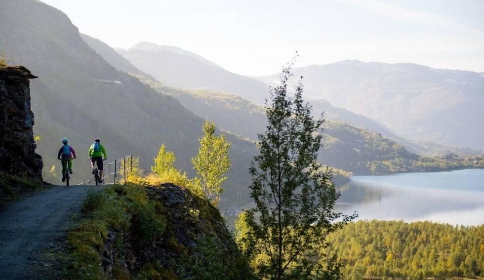 UTSIKT: På Rallarvegen får du oppleve norsk natur på sitt beste! Foto: Sverre Hjørnevik