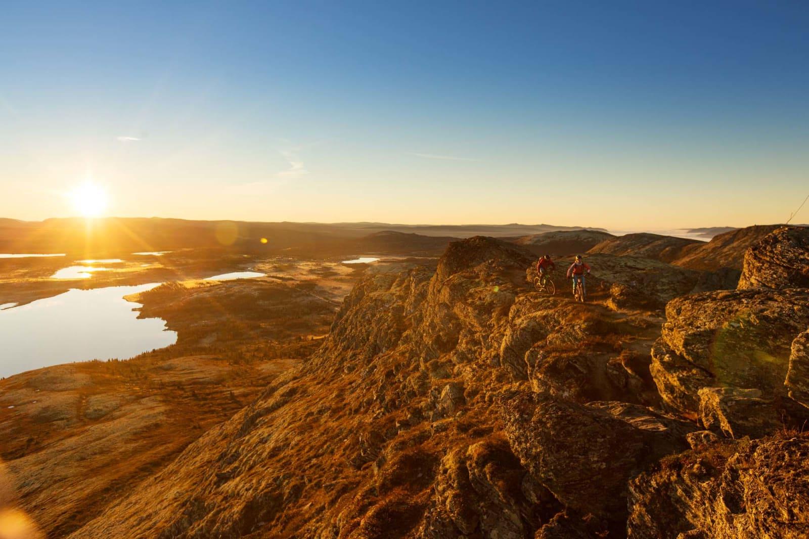 TRYGG PÅ FJELLRYGG: Soloppgang over Venabygdsfjellet må oppleves. Foto: Kristoffer H. Kippernes.