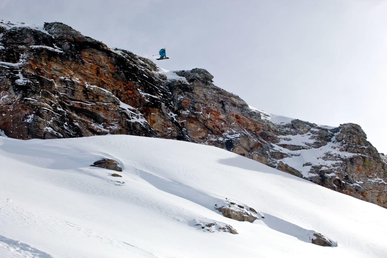 FLYVETUR: Kjetil hadde siklet på denne klippen siden første dag i Sportgastein. Den siste natten falt det nesten en meter løssnø, og da var det ingen vei utenom. Foto: Christian Nerdrum
