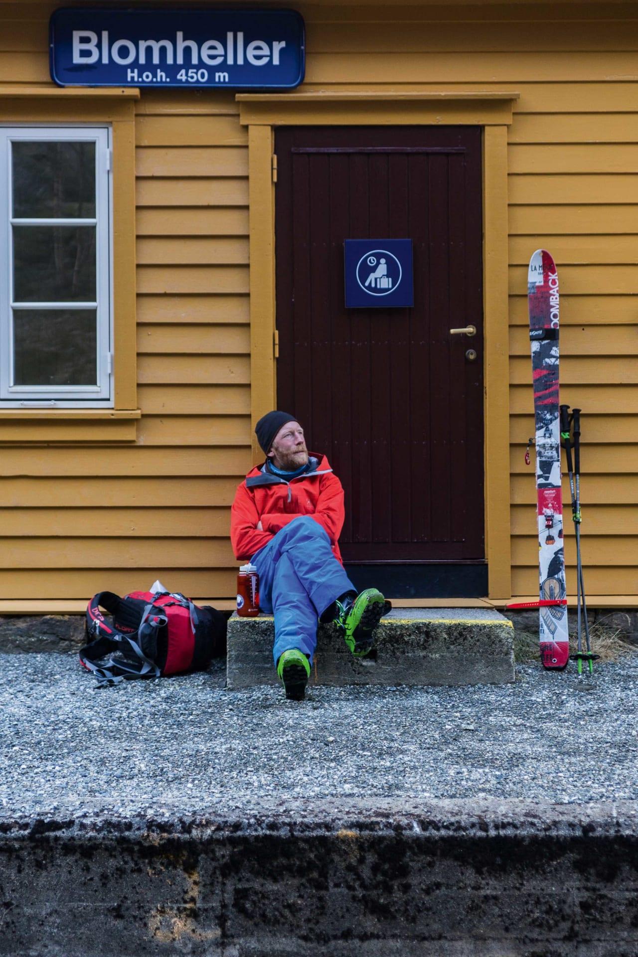 KJENTMANN: Tindevegleder, frikjørere og Himalaya-klatrer Jørgen Aamot, Blomheller stasjon, dalstasjon for skiheisen Flåmsbana. Foto: Bård Basberg