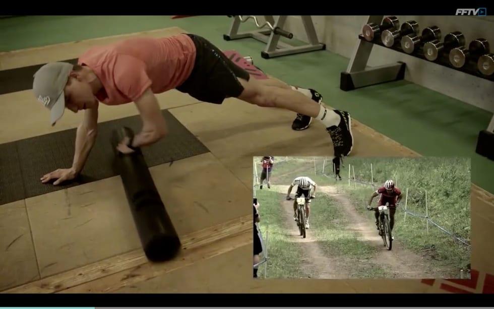 SKULDRE OG CORE: Schurter har beina på balansebrett og skyver et vektrør frem og tilbake under seg.