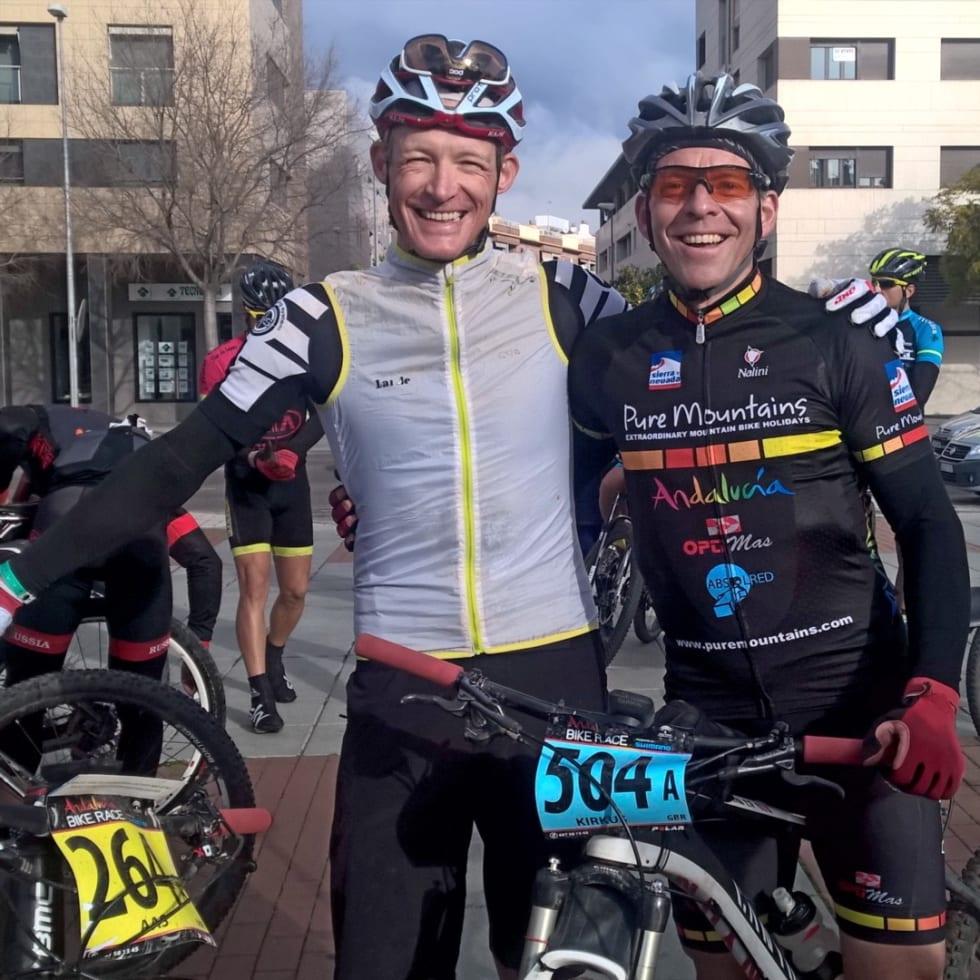 FRA BAKERST: Tim Kirkus fra Puremountains, rett borti høgget fra Cordoba startet bakerst sammen med undertegnede i dag. Vi syklet sammen mye av veien.