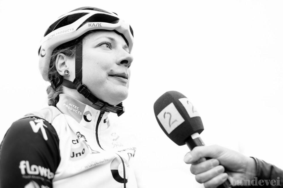 OPPTREKKER: Vita Heine hadde stor andel at lagvenninnen Susanne Andersen tok en sterk sjuende plass under fellesstarten. Foto: Henrik Alpers.