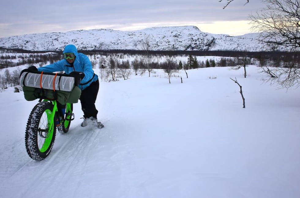 pushing bike around Kirkenes - Privat 1400x924 web
