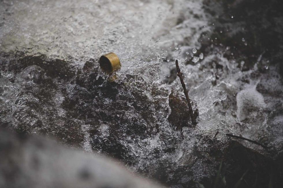 GRENSELØST: Vannet brydde seg lite om både tomtegrenser og slitasje på dyre drivverk.