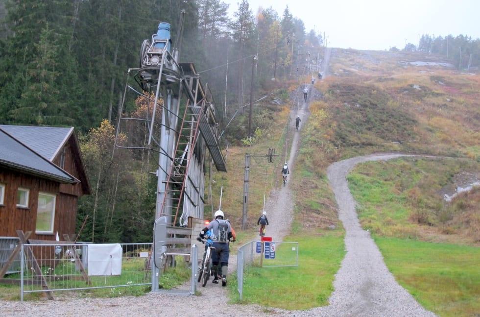 Kjerringåsen DH lift - Petter Wilhelmsen 1400x924