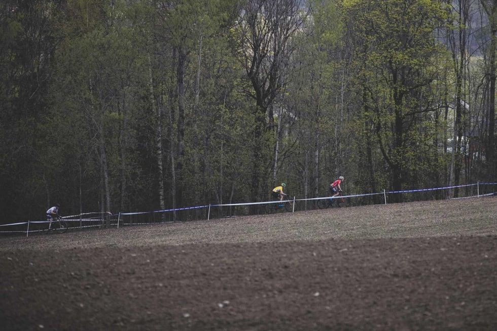 UTFALL: Det var (nesten) slik det skulle bli. Petter Fagerhaug dro fra, og henviste Martin Siggerud (hvit trøye) og Erik Hægstad (gul trøye) til henholdsvis andre- og tredjeplass.