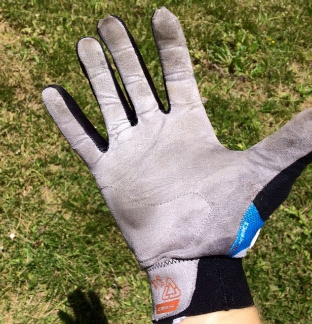 GODT GREP: Nano-tråder i håndflaten sørger for godt grep og beskyttelse selv med supertynt stoff.