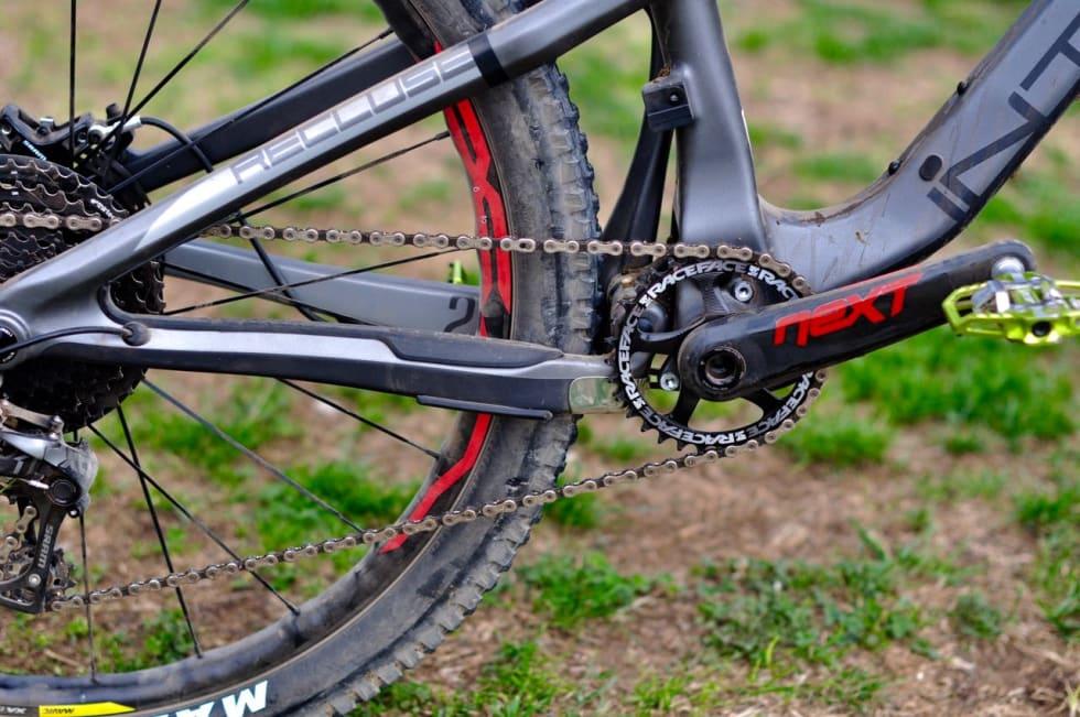 KORT: Kjedestag på 429 mm er kort på en sykkel med 140 mm vandring og 27,5-tommers hjul.