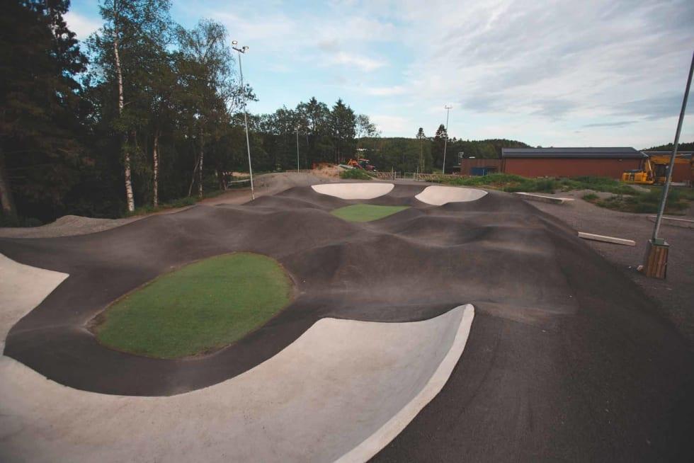 FLERE VALG: Pumptracken i Lørenskog gir deg flere valgmuligheter enn å bare sykle runder. Foto: Kristoffer H. Kippernes.