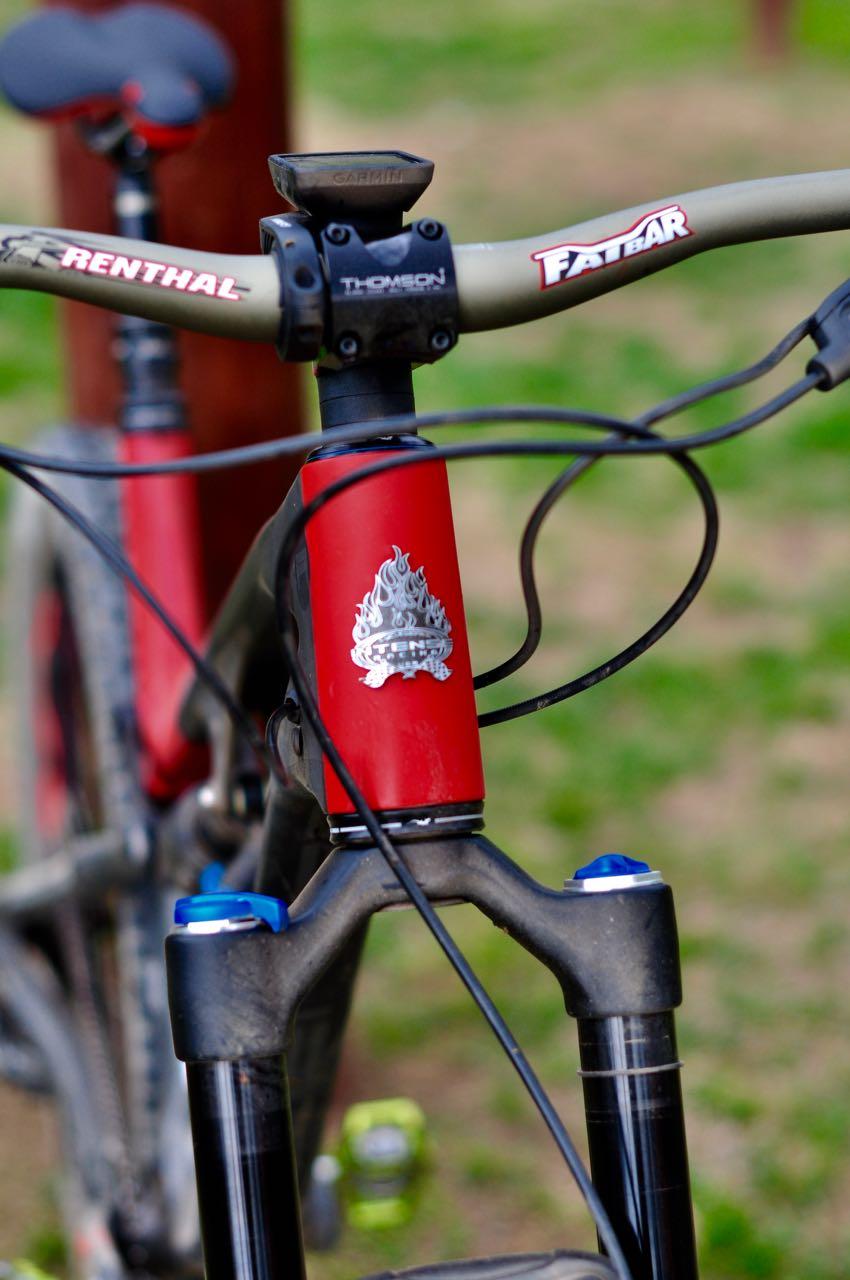 KVALITETSTEGN: En real head badge løfter en hver fin sykkel. Intense har en av de finere i bransjen.