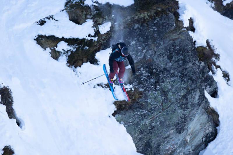 Anne Ruud kjører ned en klippe