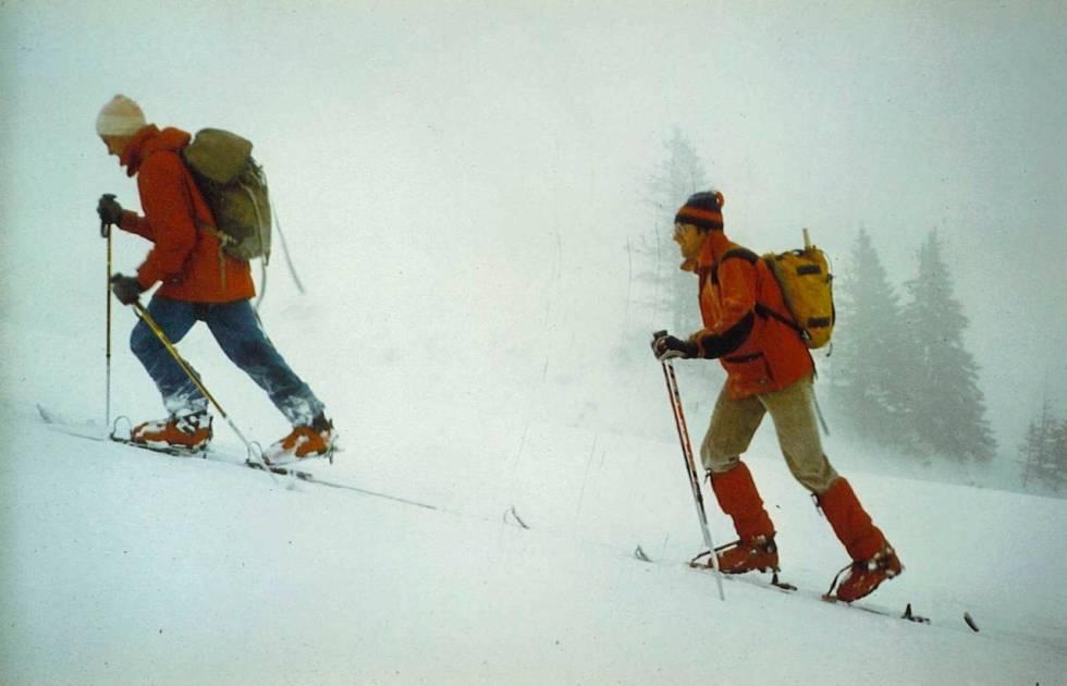 1984: Fritz Barthel tester sitt nye low tech-system på tur i Østerrike.
