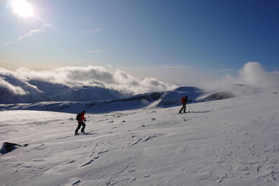 LITE SNØ: Det er ikke veldig mye snø i fjellet, men det er absolutt muligheter for fine skiturer. Foto: Rønnaug Stjernvang/Gjendeguiden