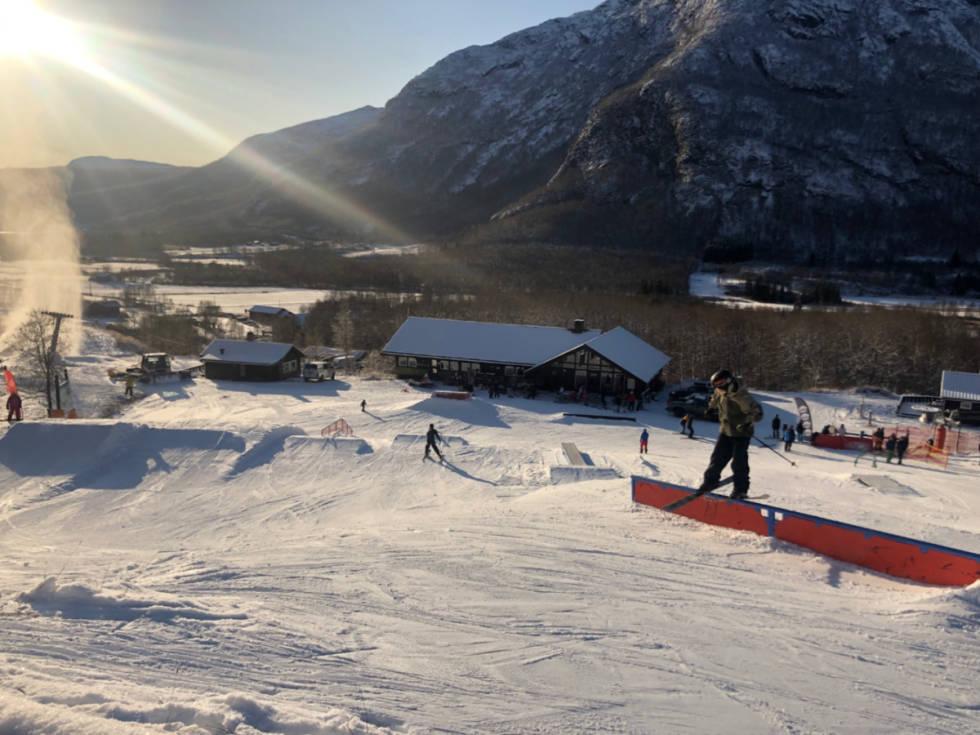 SOLHEISEN I HELGA: Slik så det ut da Hemsedal åpnet park ved Solheisen. Foto: Audun Holmøy Røhrt
