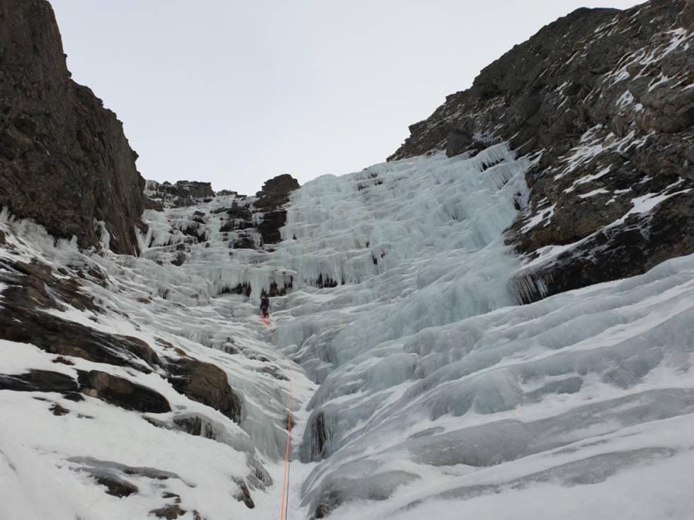I GANG: Isklatresesongen er i gang. Her på vei opp Tjelden på Rolla. Foto: Odd Magne Fagerland