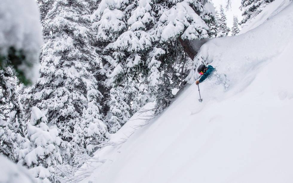 Lisen Strøm kjører pudder i Canada