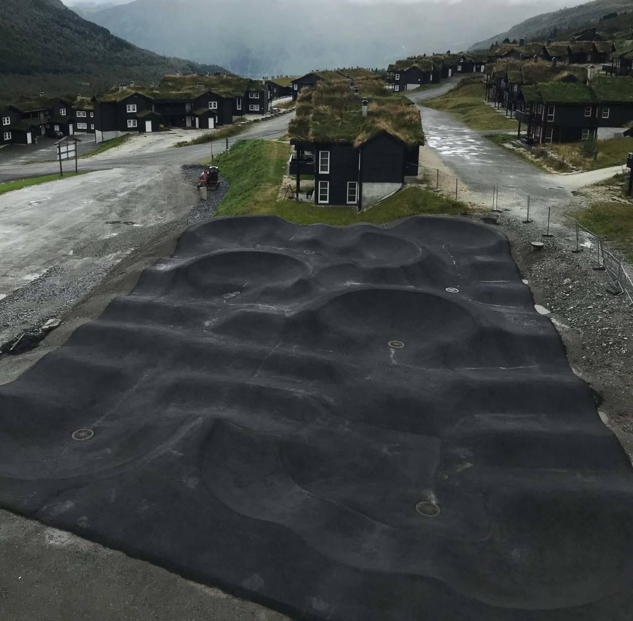 ASFALTERT: Pumptracken i Myrkdalen har asfaltdekke. Foto: Joar Wæhle