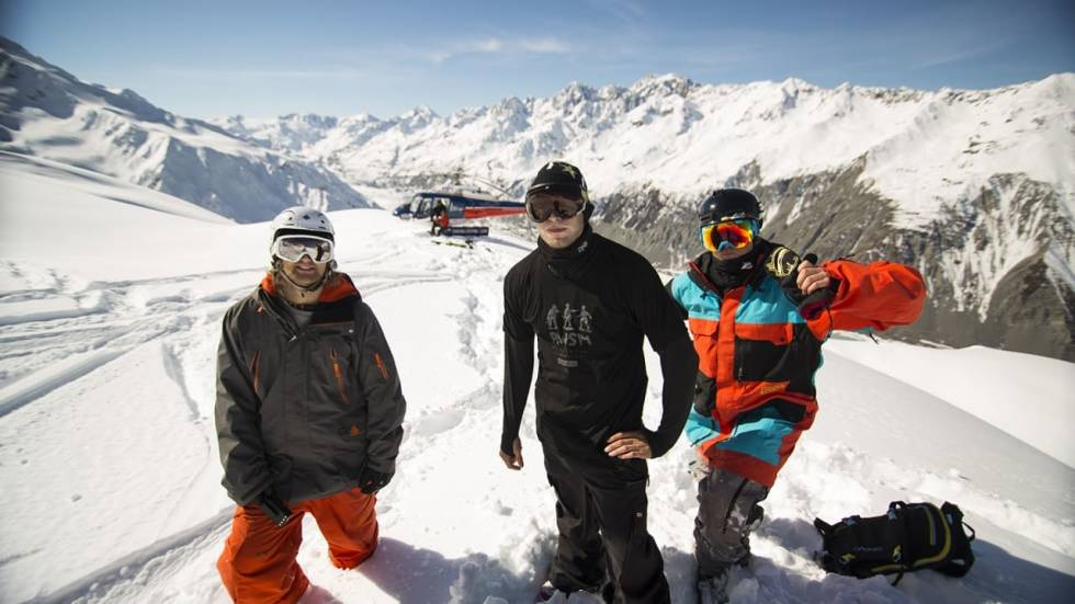 FIELD: Tim Durtschi med Andreas Ygre Wiig og Aleksander Aurdal. Foto: Field Productions