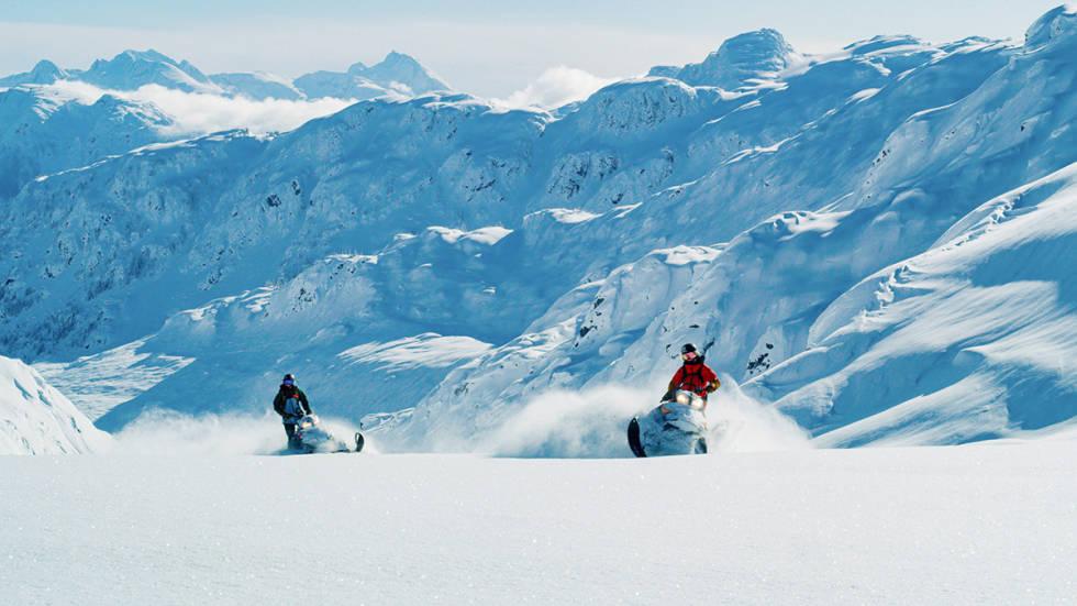 Tonje Kvivik på snøscooter